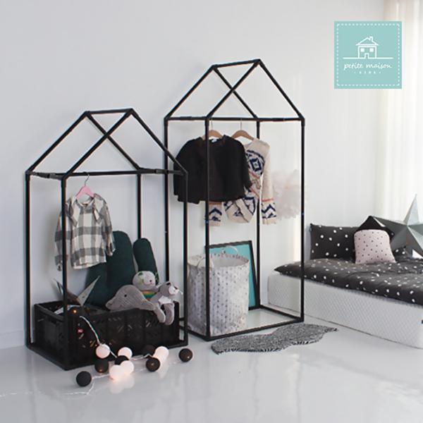 black_house_wardrobe_list00.jpg
