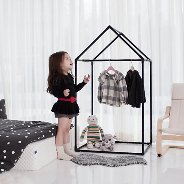 black_house_wardrobe_list01.jpg