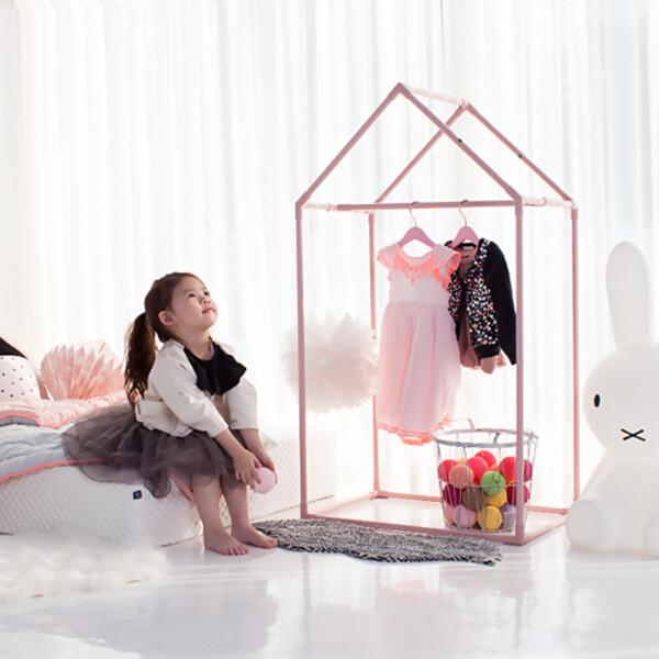 pink_house_wardrobe_list01.jpg